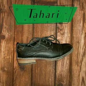 **Tahari**